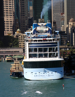 MS Ovation of the Seas, Royal Caribbean International, and bunkering tanker 'Anatoma' of Caltex operated by Svitzer