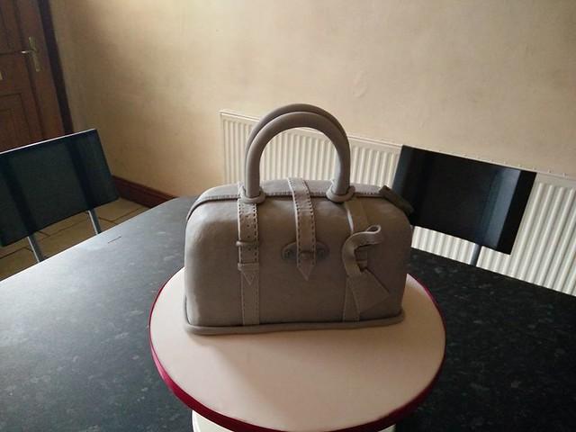 Mulberry Handbag by Taste The Dream Bespoke Cake Design