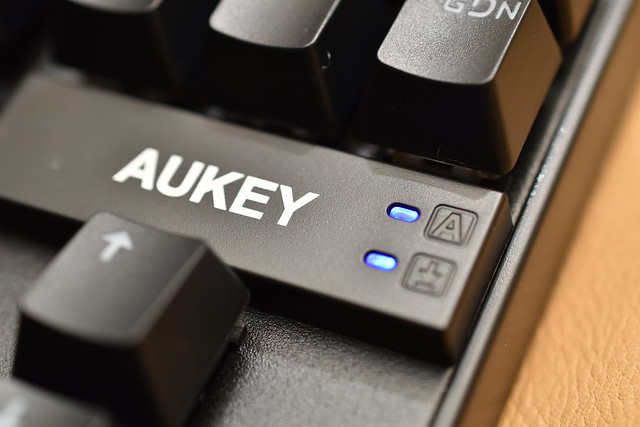 AUKEY_KMG9_32