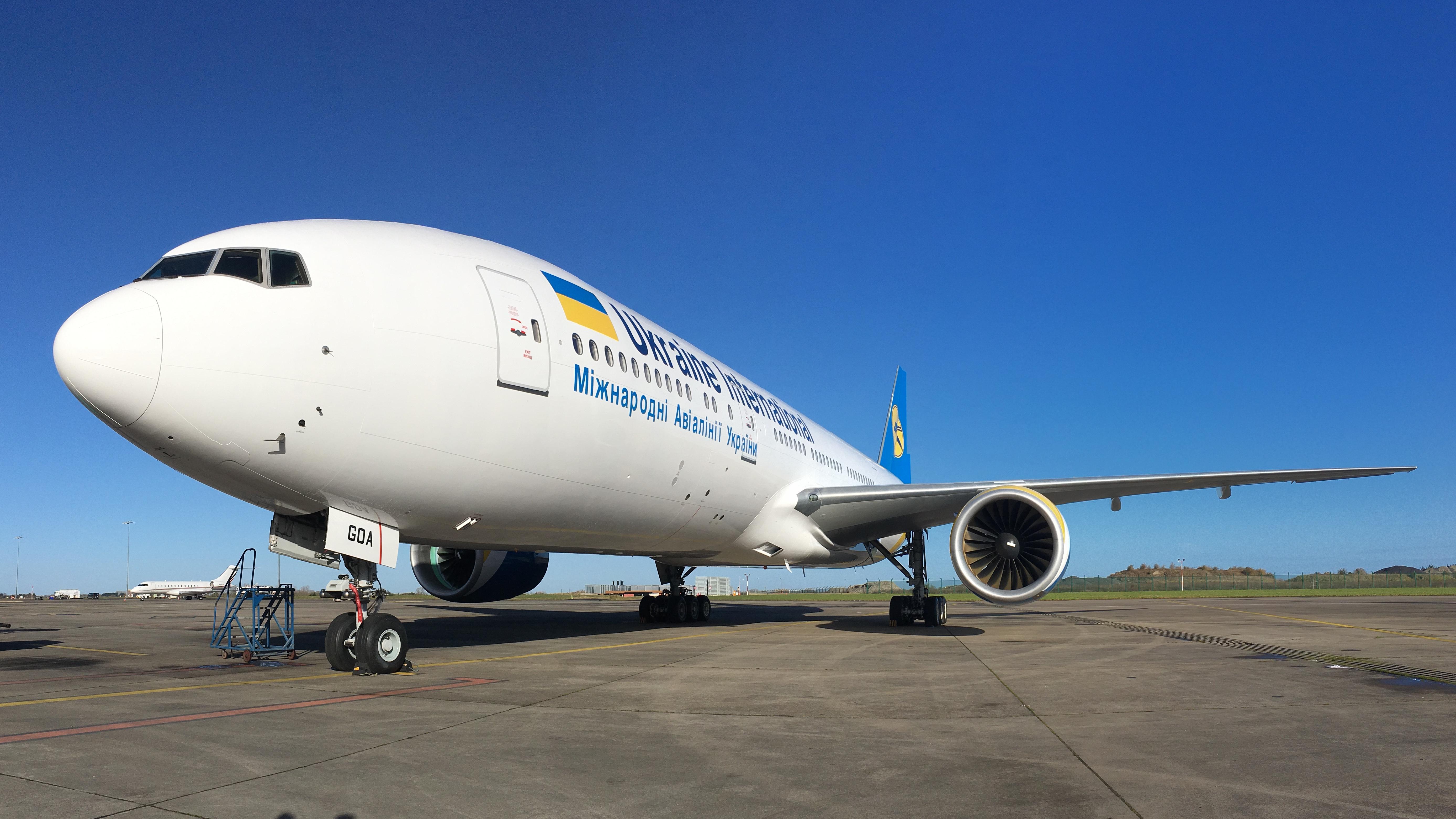 Boeing 777-200ER МАУ UR-GOA