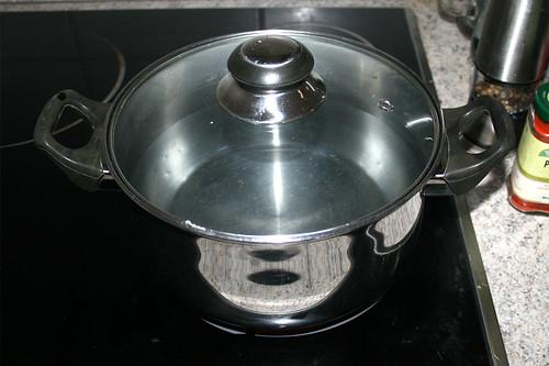 25 - Topf mit Wasser aufsetzen / Bring pot with water to a boil