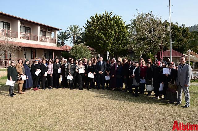 Alanya Belediyesi Yöresel Yemek Atölyesi'ne katılan kursiyerlere sertifikaları verildi.