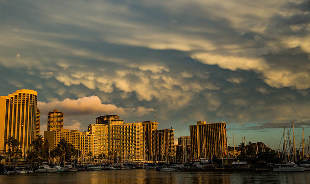 Mammatus Clouds Over The Honolulu Hawaii Skyline