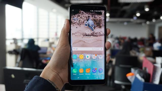 Galaxy A8 Plus (Liputan6.com/ Agustin Setyo W)