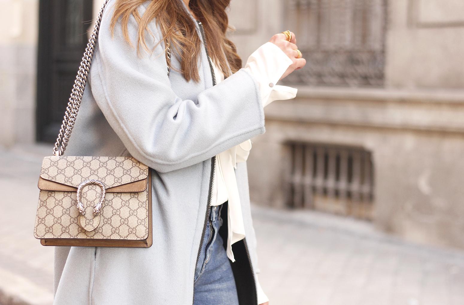 blue coat uterqüe abrigo azul gucci bag burgundy heels winter outfit street style fashion14