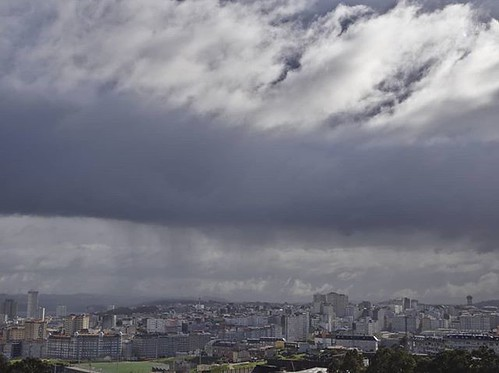 Nubes y cortinas de lluvia y granizo. #winter #Coruña #clouds #february #olympus #darktable