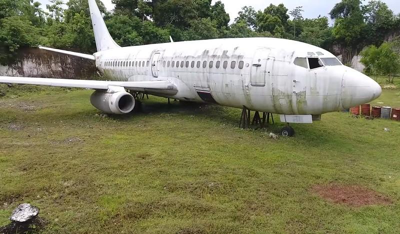 avion abandonado bali