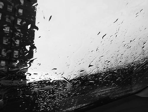 Luces y sombras en medio de la lluvia. #rain #photography #phonephoto #b&w #Coruña