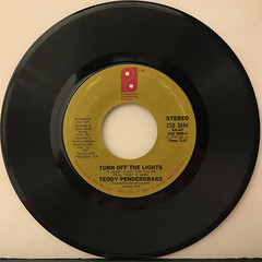 TEDDY PENDERGRASS:TURN OFF THE LIGHTS(RECORD SIDE-A)