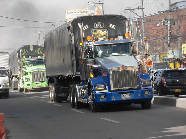 KENWORTH T800 FROM COLOMBIA, Nikon COOLPIX L5