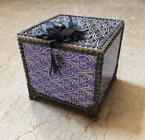 The-hard-to-photograph-decorated-box