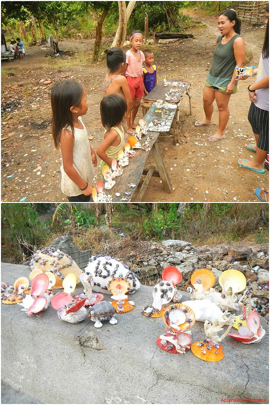 Children selling shellcraft souvenirs