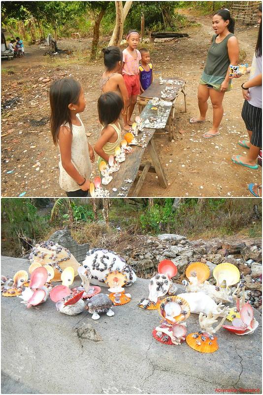 Children selling shellcraft souvenirs