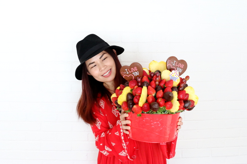 edible-arrangements-chocolate-fruits-valentines-day-red-1