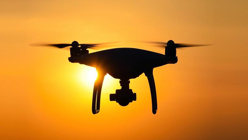 Les drones du MIT arrivent à naviguer plus efficacement dans des espaces encombrés