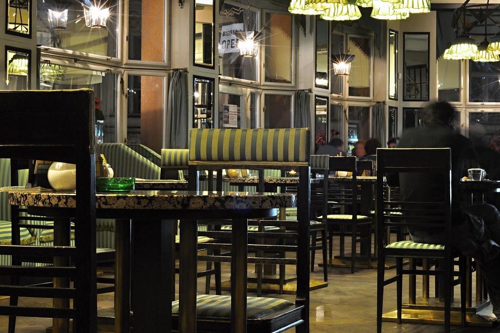 Grand Café Orient dans la Maison de la Vierge Noire à Prague : Le seul café cubiste du monde.