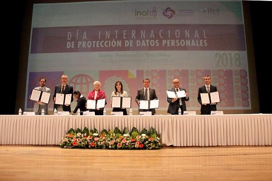 Firman convenio de colaboración para la transparencia, acceso a la información y protección de datos personales