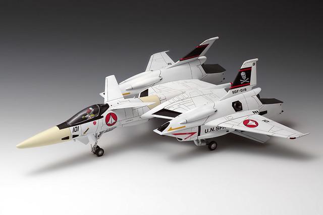 WAVE《超時空要塞》「VF-4戰機」 1/72比例 組裝模型作品!「超時空要塞マクロス」 1/72 VF-4