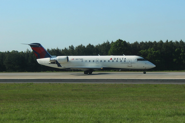 Delta N871AS: Bombardier CRJ-200