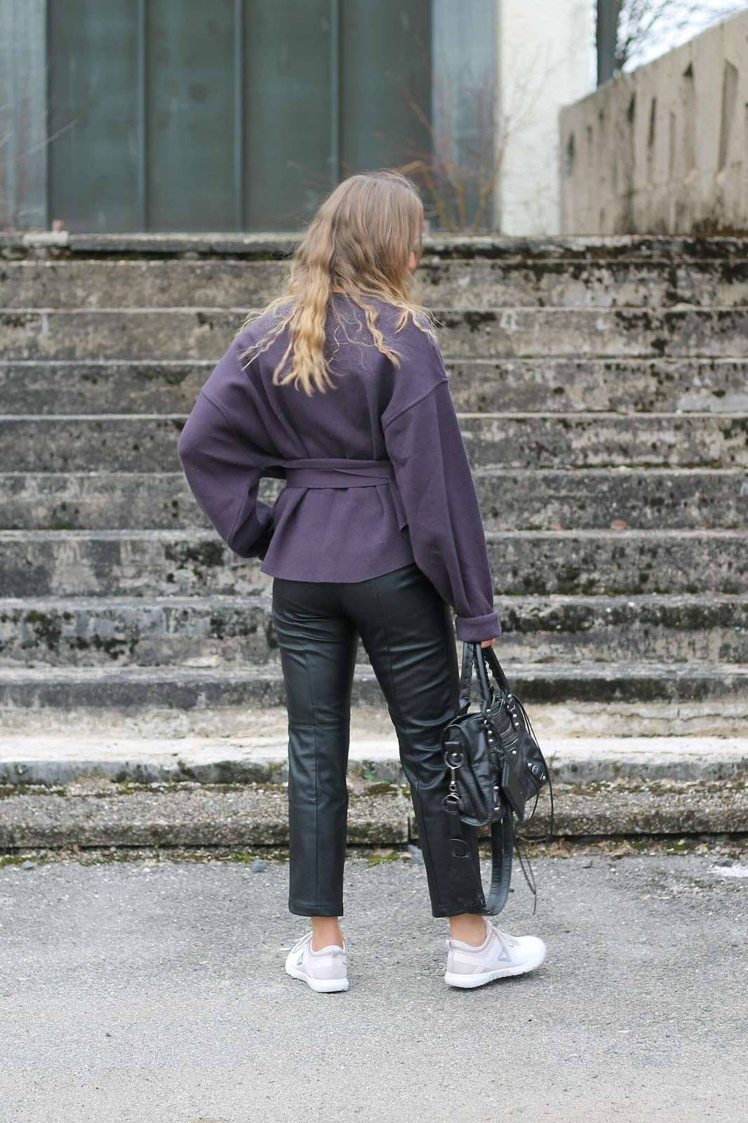 leather-pants-and-sneakers-whole-outfit-back-wiebkembg