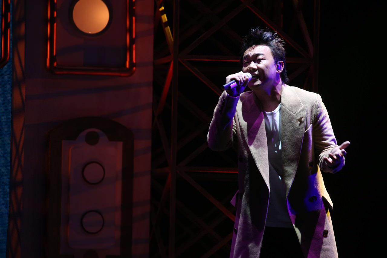 陳奕迅在今年叱吒頒獎禮上唱出多首得獎作品,為頒獎禮掀起高潮。(王國立攝 )