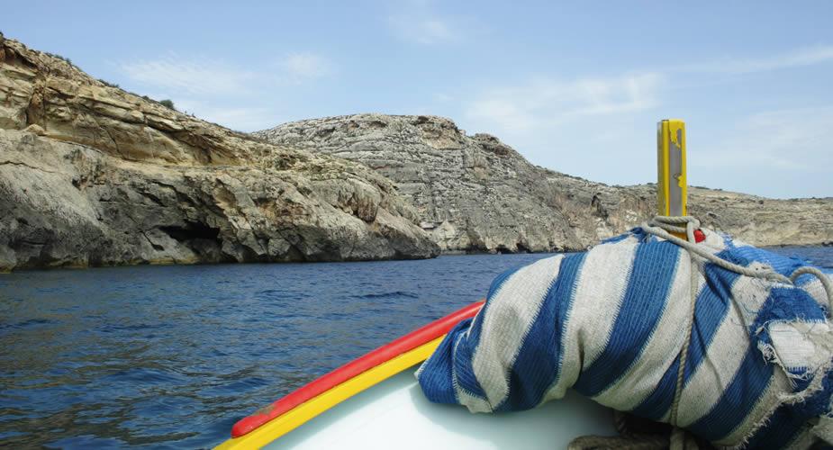 Ontdek Malta: dagtrip naar Blue Grotto | Mooistestedentrips.nl