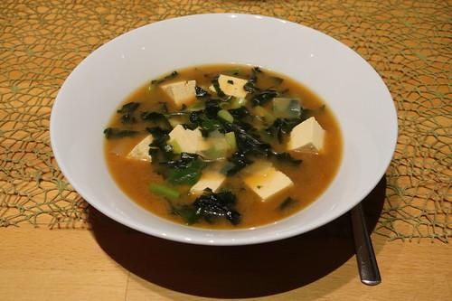 Miso-Suppe mit Wakame und Tofu