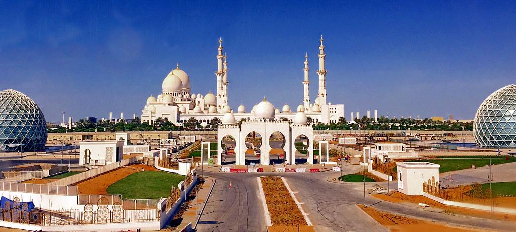 Exterior: Sheikh Zayed Grand Mosque (جامع الشيخ زايد الكبير), Abu D
