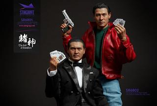 「賭王就是賭王,四張皮蛋全被你拿到了,不過你還是走霉運」Stingrayz《賭神》賭神高進 & 陳小刀 套組 God of Gamblers Ko Chun and Little Knife 1/6 比例人偶作品