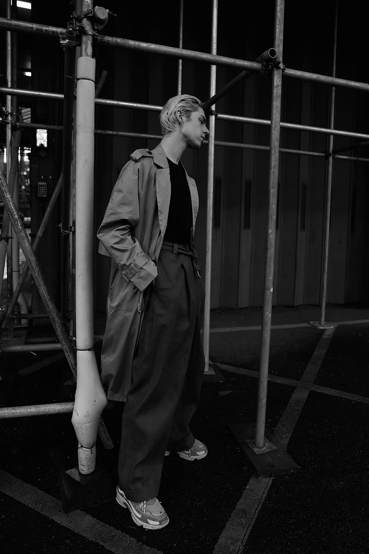 MikkoPuttonen_Fashionblogger_London_Asos_Menswear_Trenchcoat_Tonsure_BalenciagaTrepleS9_web