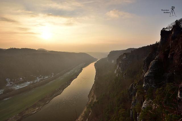 Blick vom Kanapee auf die Elbe
