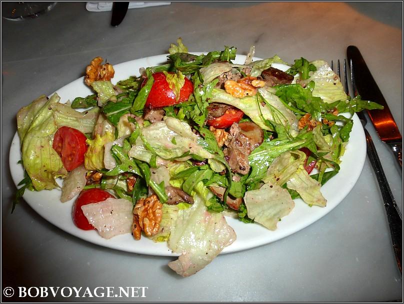 סלט כבדי עוף חמים ב- קפה איטליה - cafe italia