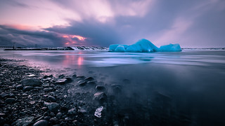 Sunset at the Glacier Lagoon - Iceland - Seascape photography