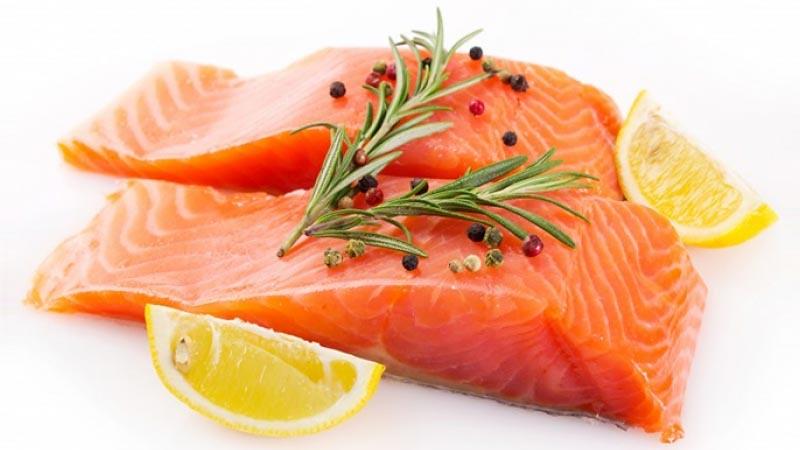 Daging ikan salmon mengandung Omega-3 baik untuk anti radang.
