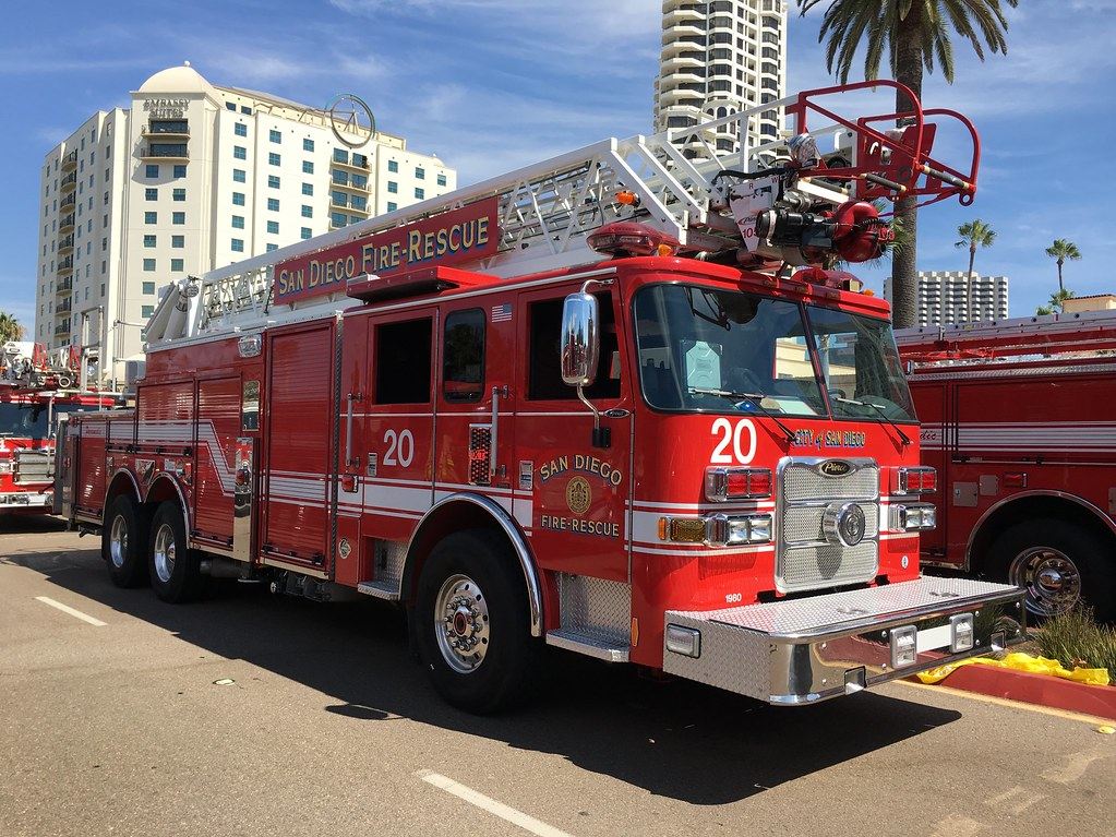 San Diego Fire | San Diego Fire-Rescue Department Truck 20