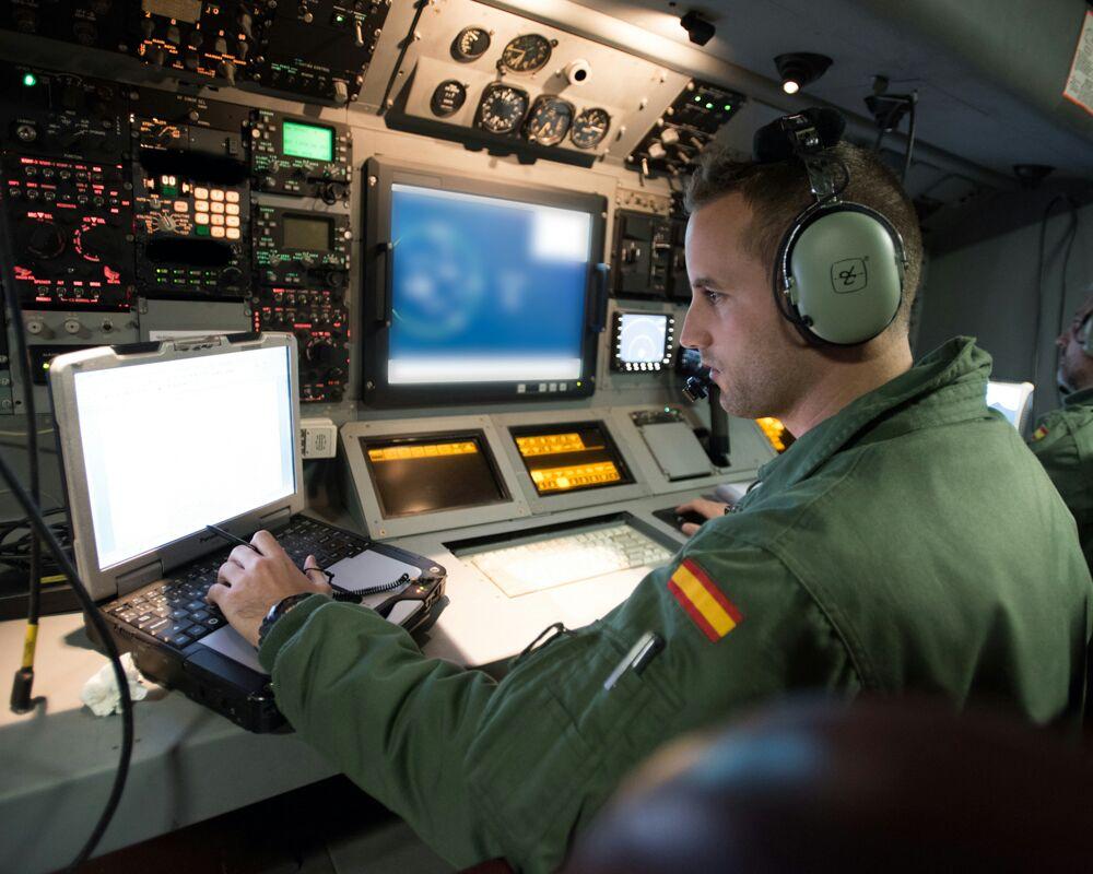 El coordinador táctico (TACO) rastrea las señales que entran