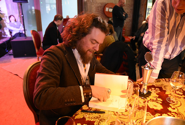 Jeroen Olyslaegers signeert