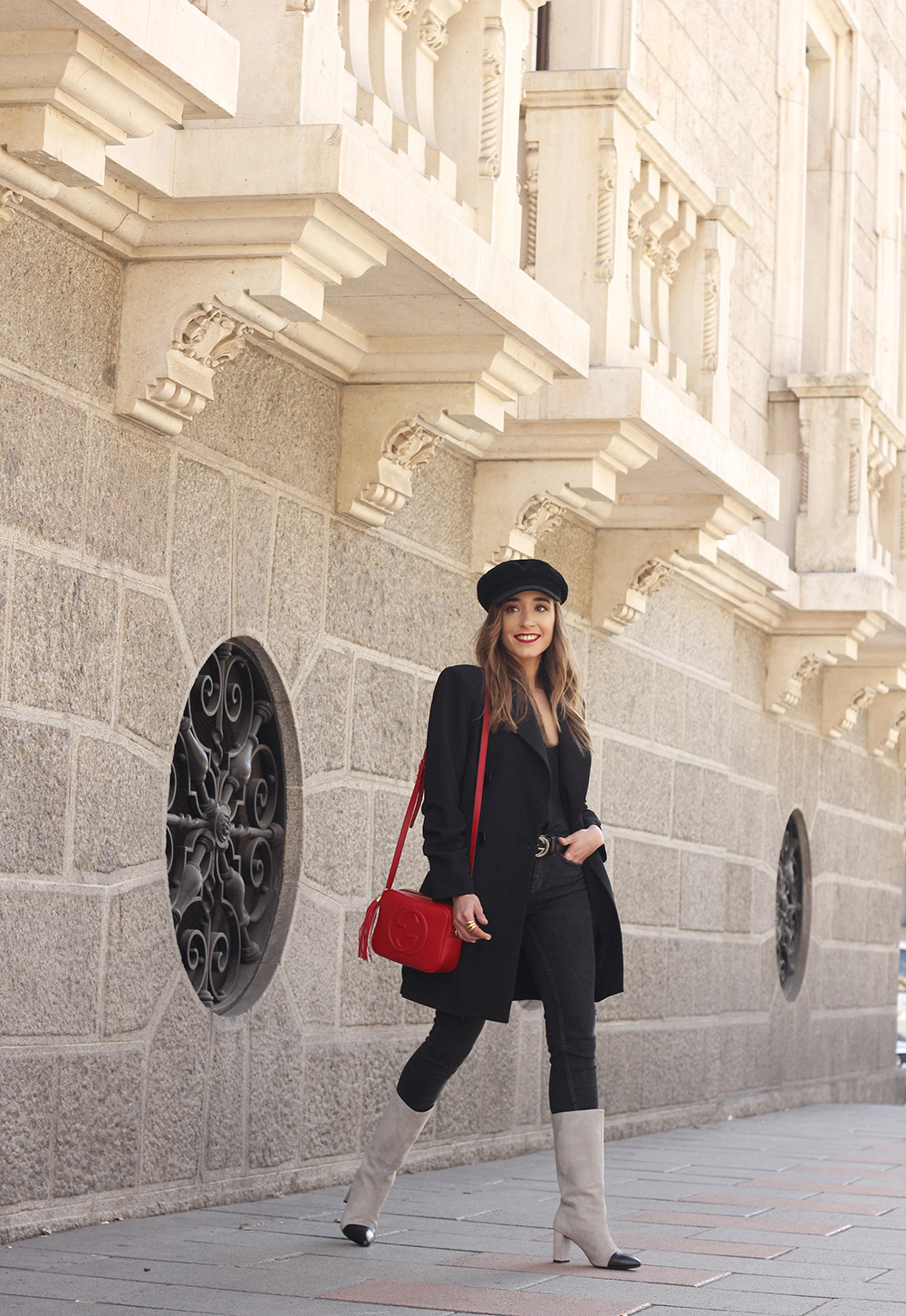 black blazer bicolor boots uterqüe gucci bag gucci belt navy cap style fashion winter outfit09