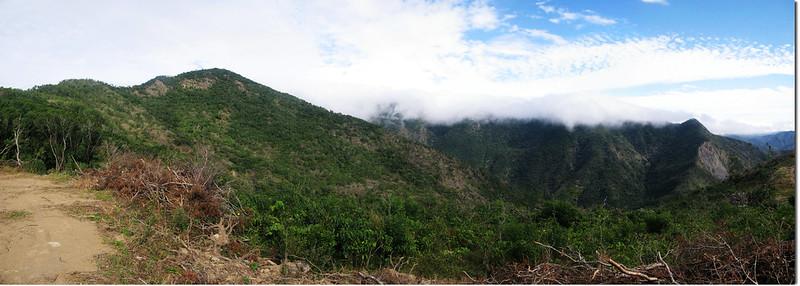 霧里乙南山東望巴層巴墨稜線 1