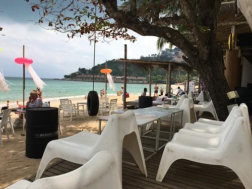 サムイ島 昼ののんびりビーチクラブ→今夜はブラックムーンパーティー