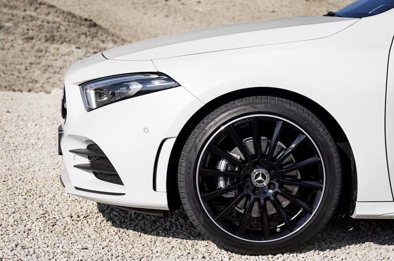 2019-Mercedes-Benz-A-Class-Hatch-07