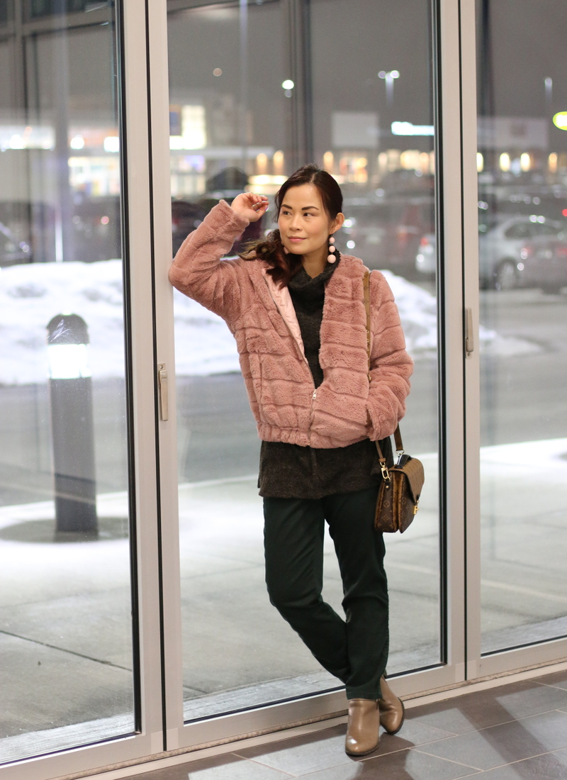 pinkblush-turtleneck-sweater-lv-bag-pink-faux-fur-jacket-green-pants-5