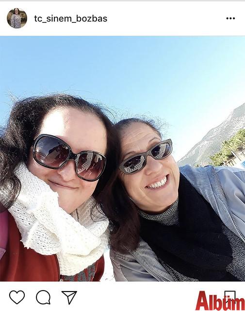 Sinem Bozbaş, annesiyle birlikte paylaştığı bu fotoğrafla beğeni topladı.