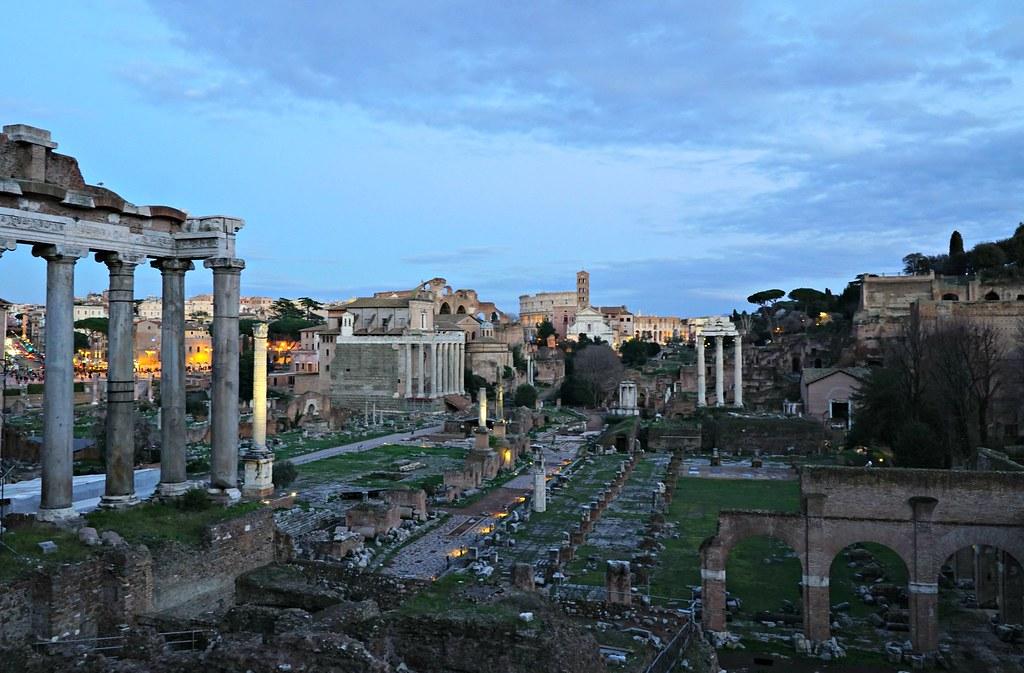 Forum Romanum Capitoliumin kukkulalta nähtynä