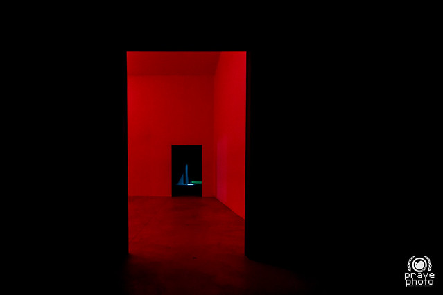 Ambiente spaziale a luce rossa