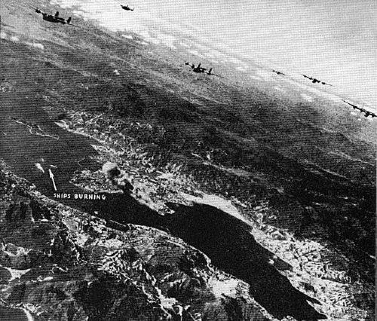 圖為盟軍轟炸日佔時期軍事基地。 (互聯網圖片)
