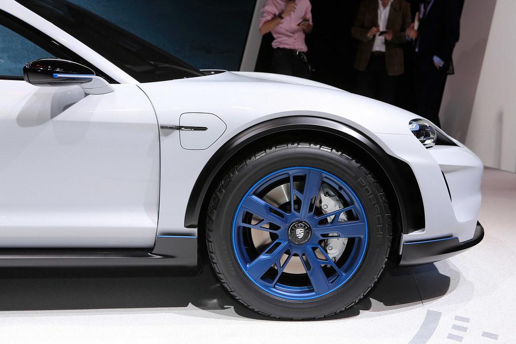 Porsche-Mission-E-Cross-Turismo-Concept-4