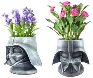 連種個花也要這麼黑暗嗎!?Merchoid《星際大戰》達斯·維德頭盔花盆 Star Wars: Darth Vader Stone Plant Pot