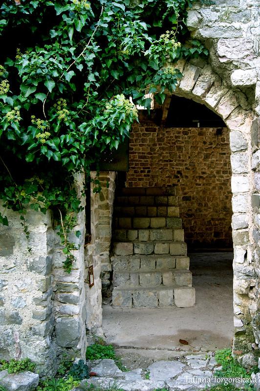 Вход в Епископский дворец