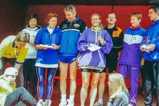 Siegerehrung 50 km Frauen: Claudia, Elisabeth, Jürgen Roters
